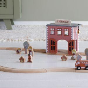 Little Dutch Holzeisenbahn Erweiterung – Feuerwehrhaus
